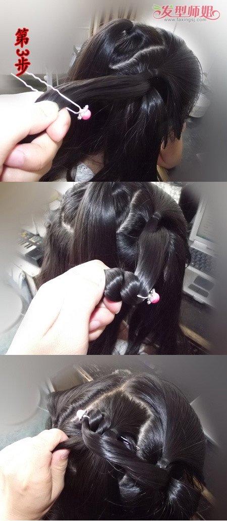 扎好的辫子,从第一个开始,拉着头发的弧线,向后,压在右耳辫子上边。  拉起来右耳上边辫子的一半头发,用U形夹插在中间,缠绕两股之后,从中间的扎发另一边插过去。
