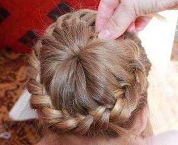 四岁儿童发型扎法 儿童长发绑扎方法(5)图片