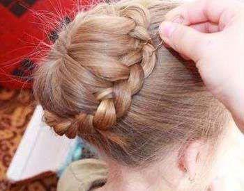 四岁儿童发型扎法 儿童长发绑扎方法(6)图片