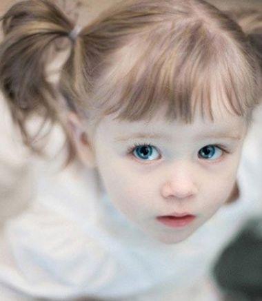发型设计 儿童发型 >> 孩子短头发怎么扎好看 女孩子的发型扎法步骤图片