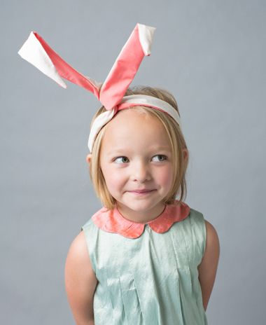 短发小女孩发带扎发发型图片