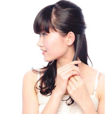 发型diy 长发扎发 >> 学生齐刘海怎么扎头发简单 初中女生齐刘海扎发图片