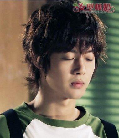 男学生空气刘海大卷烫发发型图片