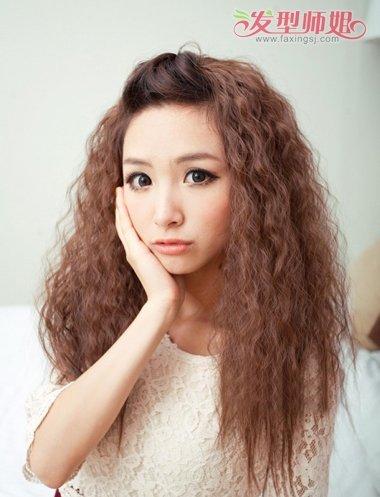中发发型图片2018女潮_中发烫发发型图片