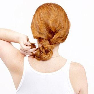 小花烫的头发怎么扎 烫发扎头发发型(2)图片