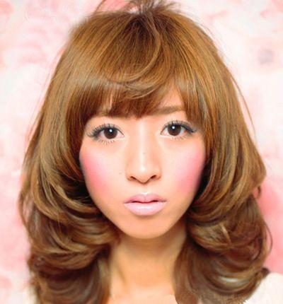 齐刘海中长梨花头发型-中长发梨花卷怎样烫 梨花烫小卷堆积发型 发型