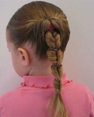 儿童简单长发型扎法步骤 10岁儿童演出发型扎法(4)图片