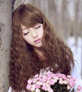 发量少适合烫什么发型 女人头发细又少适合烫什么发型图片