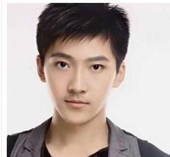 男生拉直刘海发型 男高中生发型刘海图片图片
