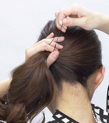 中长发发型盘法图解 最简单盘发型的步骤(2)图片