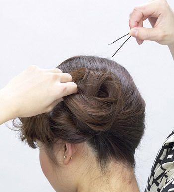 中长发发型盘法图解 最简单盘发型的步骤(4)图片