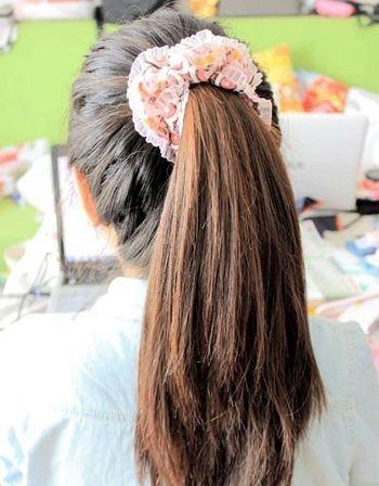 在最基础的无 刘海高马尾辫发型上,融入精致细腻的鱼骨辫 编发,马尾辫图片