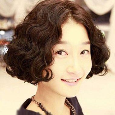 女士短发小卷图片_蛋糕头烫发发型图片 女生最新小卷蛋糕头烫发型(2)_发型师姐