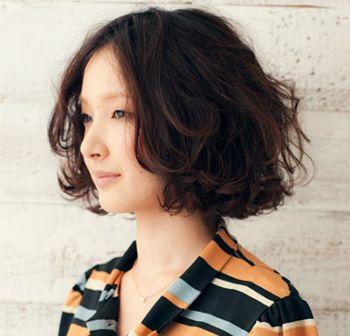 发型设计 卷发 >> 45岁女人烫发后显老怎么办 四十岁女人烫发染什么