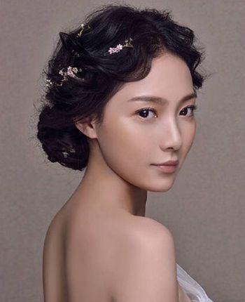 分享到  step7 第七步:最后稍作整理,这款唯美浪漫的韩式新娘中分盘发图片