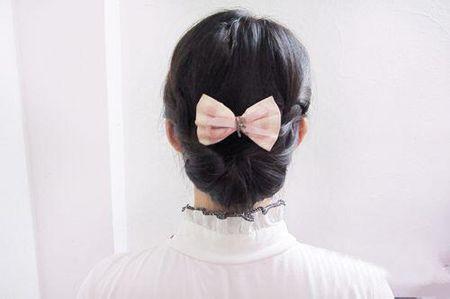黑色中长发直发低盘发发型图片