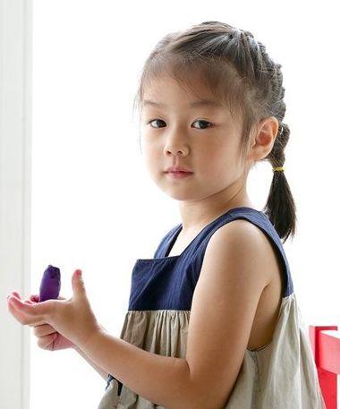 小孩短编发可爱发型 小孩编辫子的发型