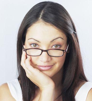 长发戴眼镜什么样的刘海好看 脸阔戴眼镜适合什么刘海图片