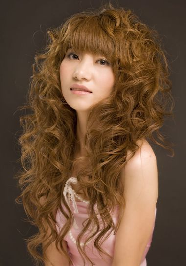 长头发烫什么发型会让头发看起来多一点 烫什么发型看图片
