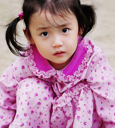 韩剧越来越流行的现在,韩国的小女孩娇俏可爱的扎发发型也被众位爱图片