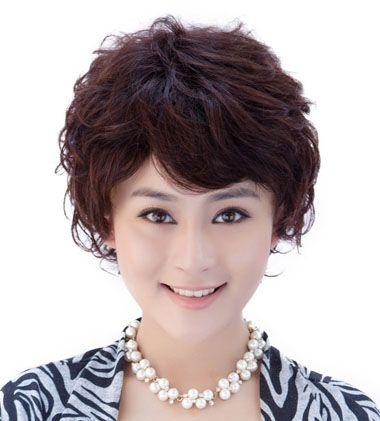 适合四十岁女人烫发的名称(2)  韩式风格的中年女士烫发发型,斜刘海