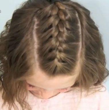 小女孩中长发刘海后编发发型-女宝宝如何编辫子 宝宝编辫子的方法 3