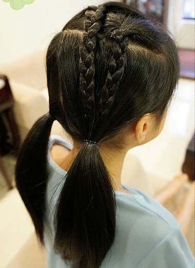 发型师姐编辑:jane 分享到  比较个性的不对称 发型设计,小女孩双编发图片