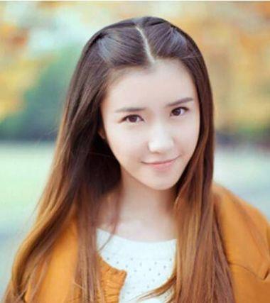 女学生长发中分扎发发型 适合学生扎的发型(3)图片