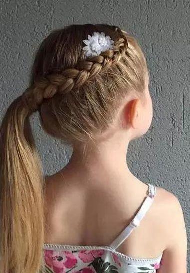 小女孩侧编荷兰辫扎马尾发型-13岁女孩怎么编头发好看 给小孩编好看