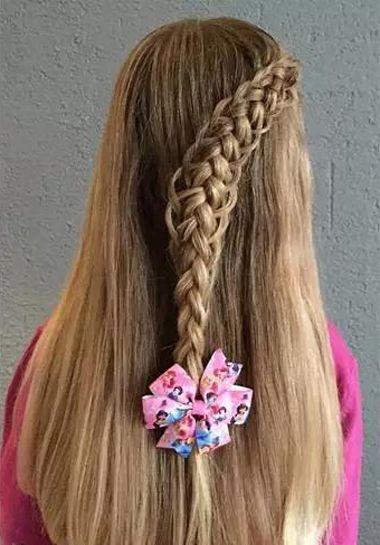 13岁女孩怎么编头发好看 给小孩编好看的头发(3)图片
