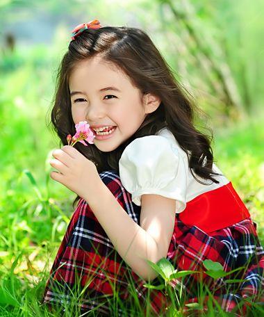 3岁女童扎发发型大全 儿童简单发型扎法图解  黑色头发是中国小女孩的图片