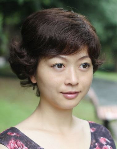 中年妇女圆脸短发发型分享展示图片