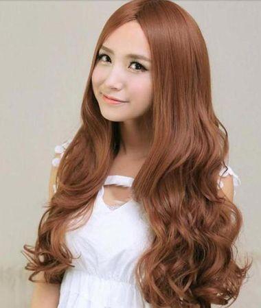 中分甜美女生大卷烫发发型-中分的发型要怎么烫头发好看 中分永久烫图片