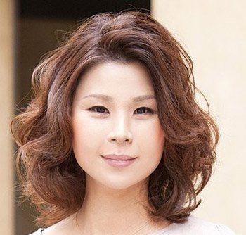 中年妇女小卷烫_中年女性烫什么发型 中年女士烫发发型图片大图(4)_发型师姐