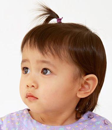 短发的小宝宝扎发发型