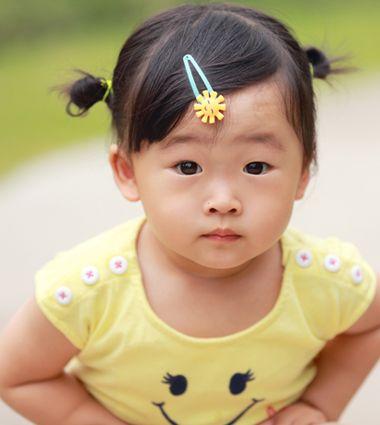 儿童短发扎辫子大全_宝宝如何扎小编 宝宝蘑菇头怎样扎辫子编辑流程_发型师姐