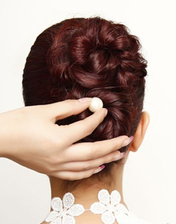 自己能扎盘的新娘发型 新娘盘发发型中长发韩式盘发图解(3)图片