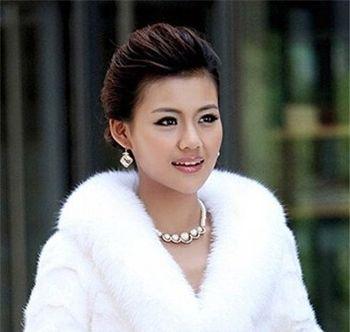 发型师姐编辑:lisa 分享到  无刘海的直盘发也是很多中年女简单大方又图片