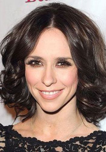 中分微卷齐肩烫发-好看的短发烫发发型适合四十几岁年龄的 40到50岁图片