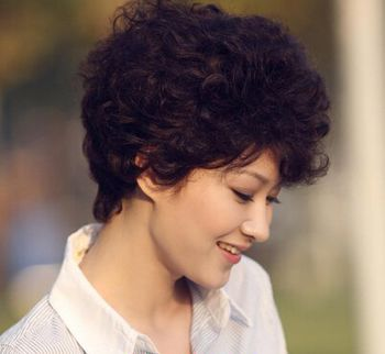好看的短发烫发发型适合四十几岁年龄的 40到50岁适合烫发发型图片