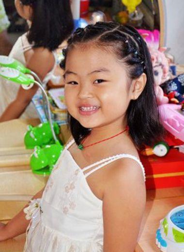 小女孩后梳编发发型-女宝宝发型编辫扎法图解 2岁女宝宝编辫子发型 图片