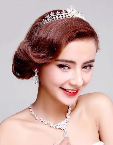 中短发新娘发型视频_长发盘头新娘头型图片 中长发新娘盘发(3)_发型师姐