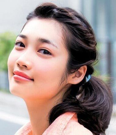青春期的女生发型花样最多了,初中学生马尾辫编法图解,几款常见的编发图片