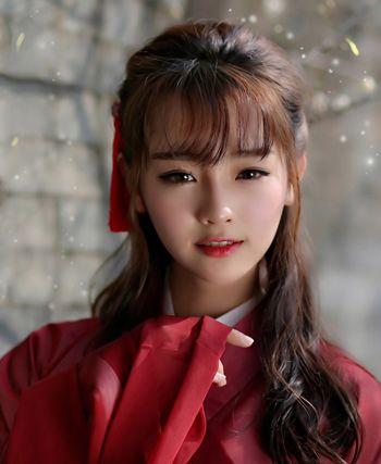 2016-03-01来源:发型师姐编辑:lisa 分享到  空气刘海的中长卷烫发用图片