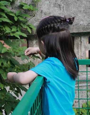 儿童短发扎辫子步骤