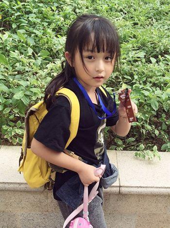 五六岁女孩留齐刘海好看吗 齐刘海小女孩图片(2)图片