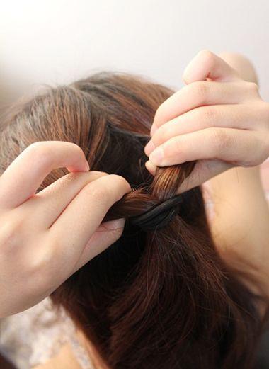 高中女生适合怎么扎头发 高中生发型女扎发步骤(3)