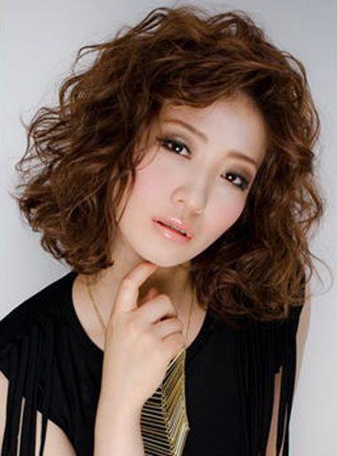 年人偏分螺旋卷烫发发型-中年女齐肩烫头发发型 中年发型螺丝烫 发