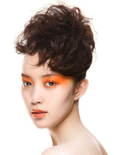 前面长两边短的头发适合烫什么发型 霸气烫发发型图片
