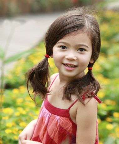 10岁有刘海小女孩 夏天怎样扎头发既简单又好看又不会热图片